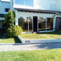 House with 4 bedrooms in Corroios with shared pool enclosed garden and WiFi 4 km from the beach