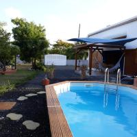 Villa with 2 bedrooms in Le Moule with private pool enclosed garden and WiFi 4 km from the beach, hôtel à Le Moule