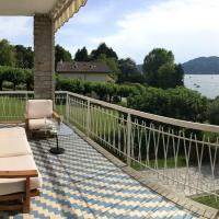 Villa with 4 bedrooms in Ranco with wonderful lake view private pool enclosed garden 100 m from the beach, hotell i Ranco