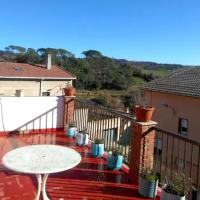 House with 4 bedrooms in Gironella with wonderful mountain view furnished terrace and WiFi 50 km from the slopes, hotel en Gironella