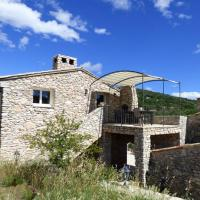 Villa with 4 bedrooms in Simaine La Rotonde with shared pool furnished garden and WiFi, hôtel à Simiane-la-Rotonde