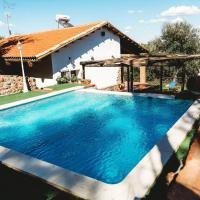 Villa with 3 bedrooms in Monesterio with wonderful mountain view private pool enclosed garden, hotel in Monesterio
