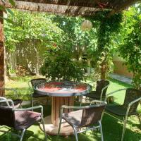 House with 3 bedrooms in Rada with wonderful city view and enclosed garden, hotel en Mélida