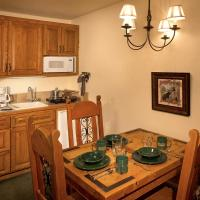 Alpine Village Suites, hotel in Taos Ski Valley