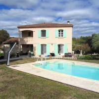 Villa de 3 chambres a Riberac avec piscine privee jardin clos et WiFi, hôtel à Ribérac