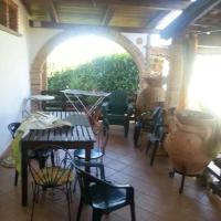 Studio in Petrosa with enclosed garden and WiFi 5 km from the beach, hotell i Castelnuovo Cilento