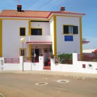 House with 4 bedrooms in Alandroal with enclosed garden, hotel em Alandroal