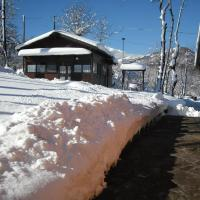 Chalet with 2 bedrooms in Giarola with wonderful mountain view and furnished terrace, hotel in Busana