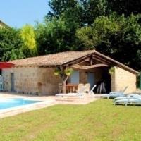 Maison de 2 chambres a Puysserampion avec magnifique vue sur la ville piscine partagee jardin clos a 150 km de la plage, hôtel à Puysserampion