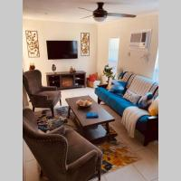 The Marlin House - Hidden Gem in Pompano Beach with fireplace