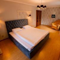 Красивые апартаменты с большой кроватью
