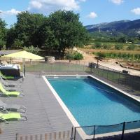 Apartment with 2 bedrooms in Maubec with shared pool enclosed garden and WiFi