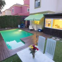 Villa with 4 bedrooms in Tomares with private pool enclosed garden and WiFi, hotel en Tomares