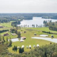 Ezerlejas Camping & Zoo, hotel in Launkalne