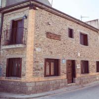 CASA CUATRO ESQUINAS, hotel sa Sotillo de la Adrada
