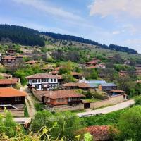 Стаи за гости Тодорови, hotel in Zheravna