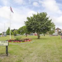 Eaton Ford Green Apartment, hotel in Saint Neots