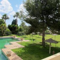 Apartamento reformado en Sotogrande con piscina y garaje