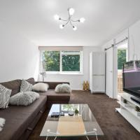Gatewick Duplex Serviced Apartment with 3 Bedrooms, up to 5 beds