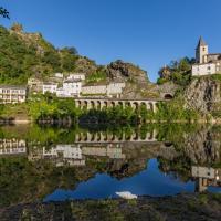 Les Gîtes du Rocher et de la Boucle du Tarn, hôtel à Ambialet
