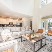 Luxury brand new 5 bedroom suites, prime location