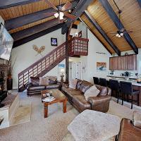 Mountain Getaway: Private Hot Tub, Deck, Epic View Duplex