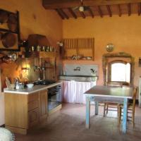 la Casa - Agriturismo with pool between Siena and Grosseto, hotel in Pari