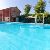 Apartment with 2 bedrooms in Vicolungo with shared pool enclosed garden and WiFi, hotel a Vicolungo
