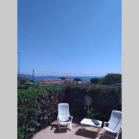 Studio 30m2 sur la Presqu'île de Giens dans résidence privée avec piscine, hotel in Hyères