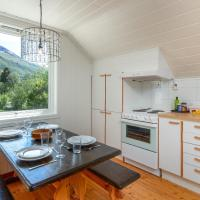 Large top floor apartment with view of Flåm valley, hotell i Flåm