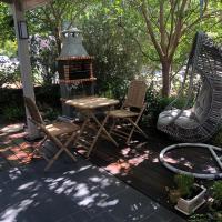 Studio by the river, מלון בהגושרים