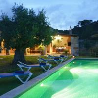 Ferreries Villa Sleeps 4 with Pool and Air Con