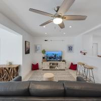 Seas The Day 8 - Nautical Nights & Beach with Pool-Singer Island condo, hotel in Palm Beach Shores