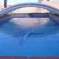 Casa individual, piscina cubierta y aparcamiento.