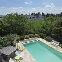 Maison Piscine Angers, hotel sa Angers