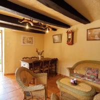 Quaint Cottage in Roziers with Terrace, hotel near Brive Dordogne Valley Airport - BVE, Lissac-sur-Couze