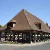 16 century house in beautiful Norman village, hotel en Lyons-la-Forêt