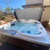 PV 25 l Private Hot Tub, Balcony, Fire Pit, and Ping Pong Table, Resort Style Pool and Water Park