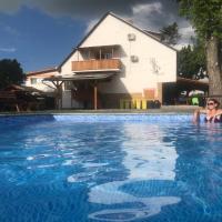 Famvarga Apartmanház, hotel in Balatonfenyves