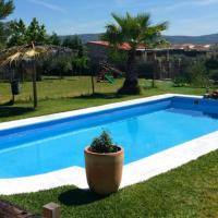 Villa with 5 bedrooms in Mirandilla with wonderful mountain view private pool furnished terrace, hotel in Mirandilla