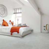 Copley Loft 3 Bedroom House with Patio