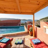 Stunning home in Vis w/ Outdoor swimming pool and 2 Bedrooms