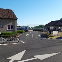 Chalet Park Zeeberm CommV, hotel in Oostduinkerke