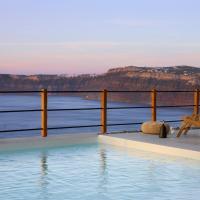 Melidonia Suites, hotel v mestu Akrotiri