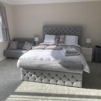 Kingsize Room with Private En-suite, within Brand New House - Near Poole, Dorset