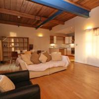Luxury Large City Apartment 2 Bed 2 Bath STUNNING