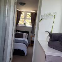 Debonair bnb @33, hotel in Bromsgrove