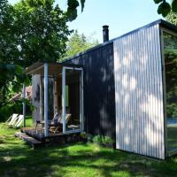Cosy Cabin Deurle, a unique Tiny House, hotel in Sint-Martens-Latem