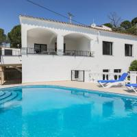 Luxury villa with pool with beautiful views over the Bay of Roses