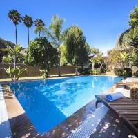 Inca Villa Sleeps 8 with Pool Air Con and WiFi